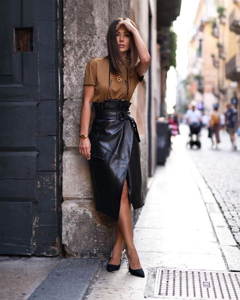 With brown t-shirt and black pumps