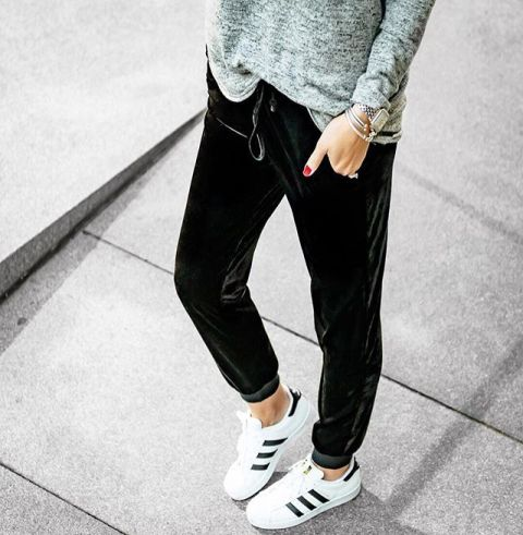 With gray loose sweatshirt and white and black sneakers