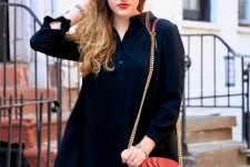 With navy blue loose dress and red chain strap bag