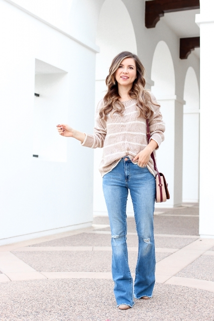With striped loose sweater, beige shoes and brown and beige bag