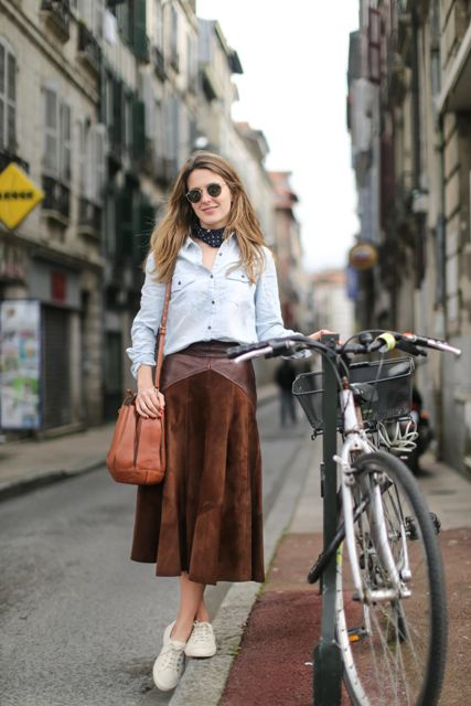 With white button down shirt, brown leather bag and white lace up shoes