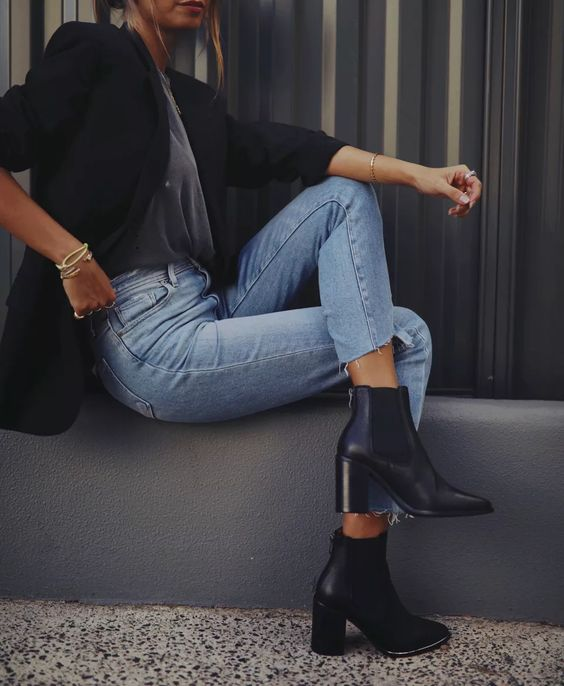 a grey t-shirt, a black blazer, blue high waisted jeans, black pointed Chelsea boots