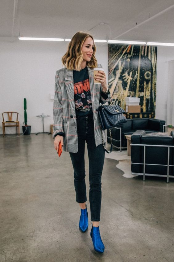 a stylish look with a printed tee, black high waisted skinnies, a plaid blazer, a black bag and electric blue boots