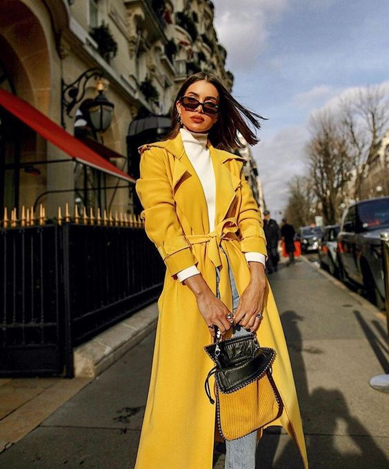 a white turtleneck, blue jeans, a sunny yellow trench, a yellow bag for the fall