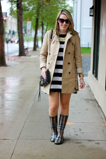 With white and black striped mini dress, beige trench coat and chain strap bag