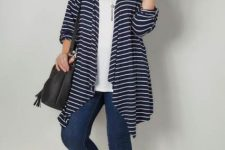 With white loose t-shirt, black tassel bag, jeans and black flat shoes