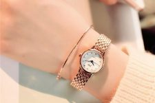 a super elegant combo – a thin copper bracelet and a matching watch with a chic bracelet for a minimal look