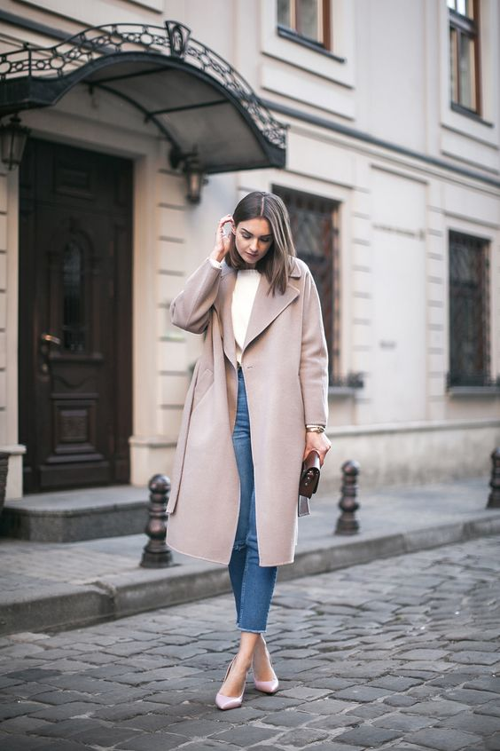 a white top, blue cropped jeans, light pink shoes, a dusty pink coat and a small bag