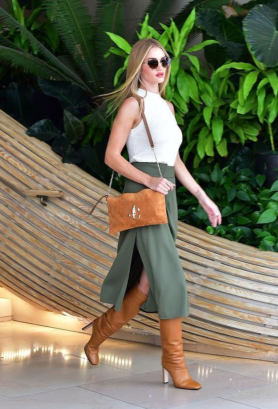 an elegant look with a white bodysuit, a green midi skirt with a slit, amber boots and a matching bag