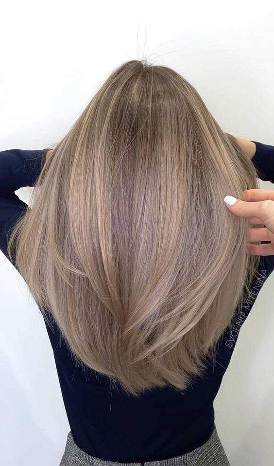 light and warm-colored airtouch highlights are very chic and very natural, as if your hair is touches by the sun