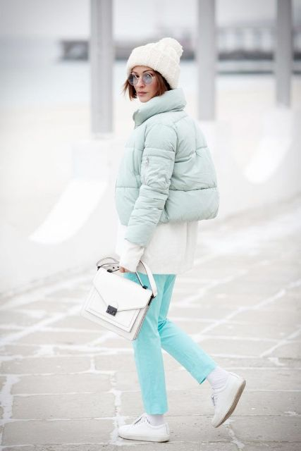 With white shirt, white hat, turquoise pants, white lace up shoes and white bag