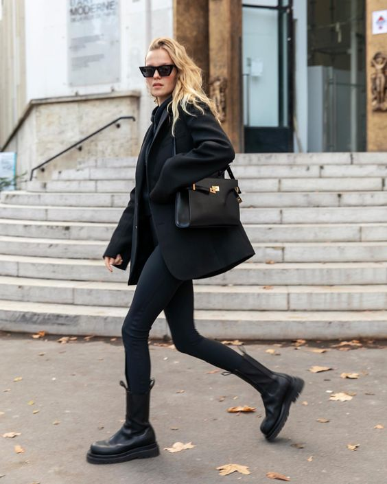 a comfy total black look with a sweater, skinnies, Chelsea boots, a short coat and a bag