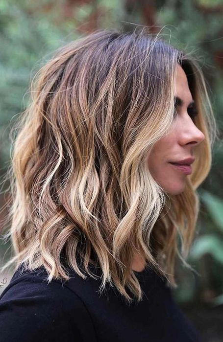 a long bob with blonde and honey-colored balayage and waves is a stylish and very modern idea to try