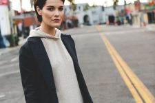 a simple and laconic look with a neutral cashmere hoodie, black skinnies and a black blazer is ideal for winter