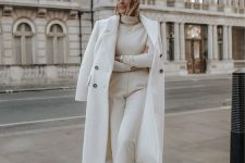 a simple winter outfit with white pants, an ivory turtleneck, white trainers and a creamy coat is very elegant