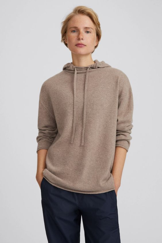 a tan cashmere hoodie plus black pants is an easy and cool outfit for every day, rock it anytime