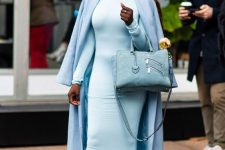 a total blue look with a maxi sheath dress, boots, a maxi coat and a stylish bag is very elegant