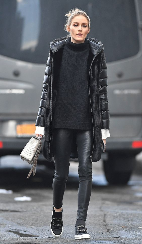 black leather leggings, a sweater, a puffer coat, flat boots and a grey bag for winter