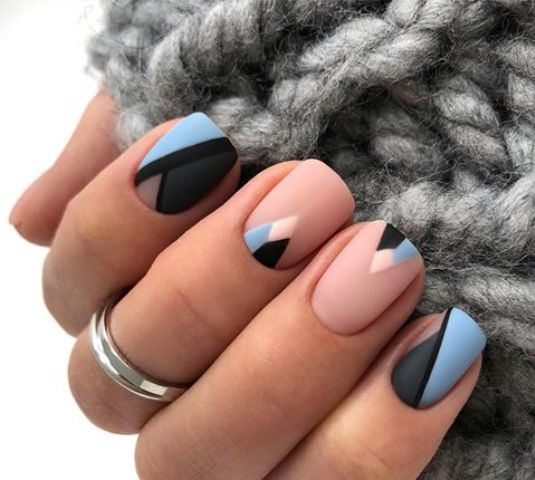 09 nude, blue and black nails with a geometric design are an eye-catchy and bold idea
