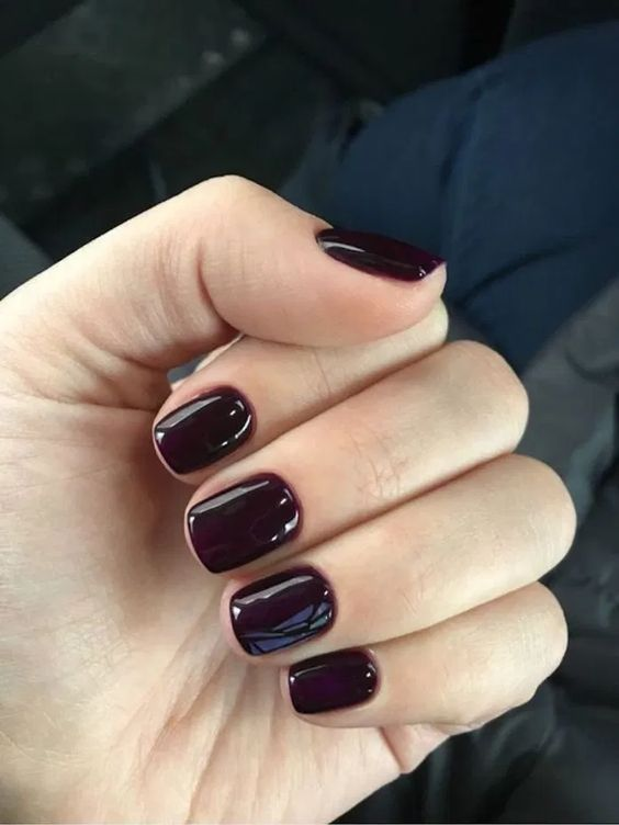 11 a gorgeous short purple manicure is pure love for fall and winter, it looks very stylish