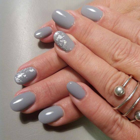 a grey manicure with silver leaf is a glam and chic idea to try and it will fit many looks