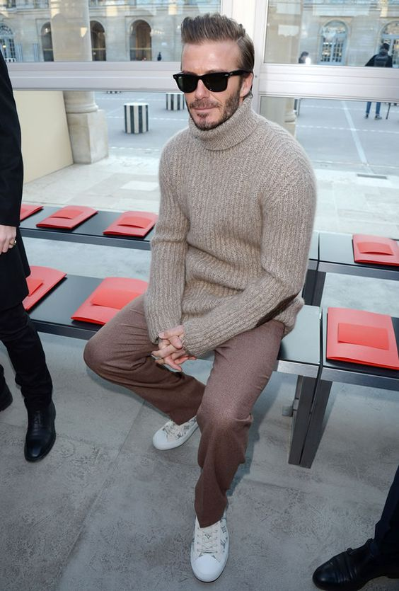 a minimalist look with a grey turtleneck sweater, mauve pants, white sneakers always works as perfect casual