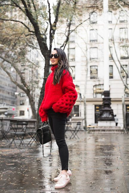 a red turtleneck sweater with oversized puff sleeves, black skinnies, white sneakers and a black bag for holidays