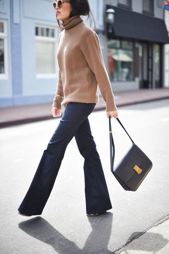 a simple winter outfit with a tan turtleneck sweater, navy flare jeans, a grey bag is super cool