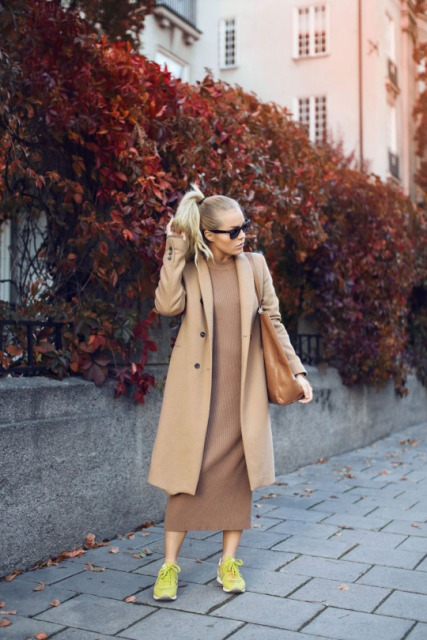 With beige coat, brown tote bag and green sneakers