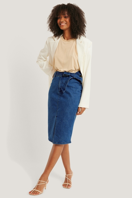 With beige t shirt, white blazer and white shoes