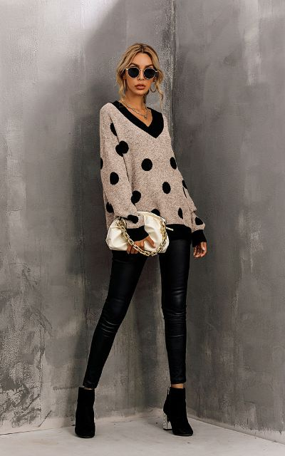 With black leather skinny pants, beige bag and black ankle boots