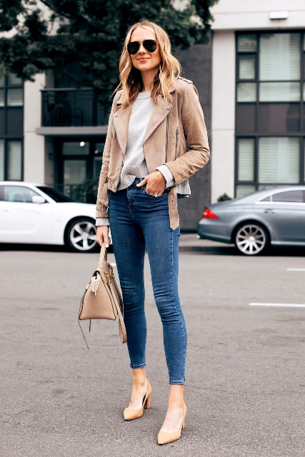 With light gray sweater, beige bag, skinny jeans and beige shoes