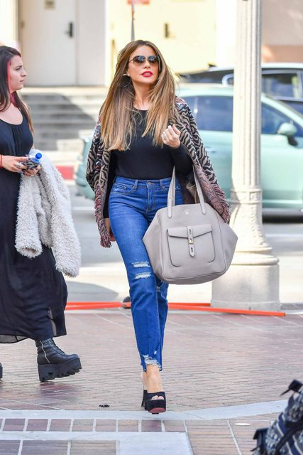 With t shirt, distressed jeans, gray tote bag and platform shoes