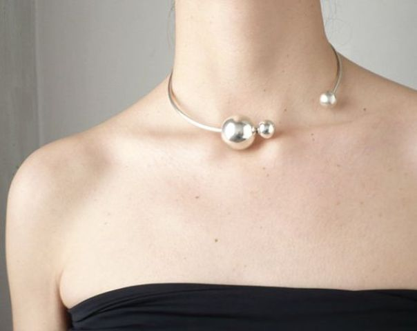 a sivler choker with several spheres of various sizes looks very bold and very modern