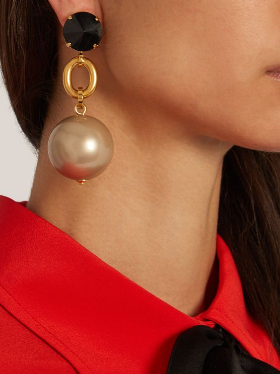 a statement pearl phere, gold and black rhinestone earring will make your look ultimate