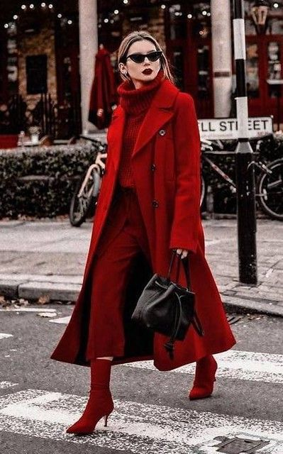 a total red outfit with an oversized sweater, pants, sock boots, a coat and a black bag just wows