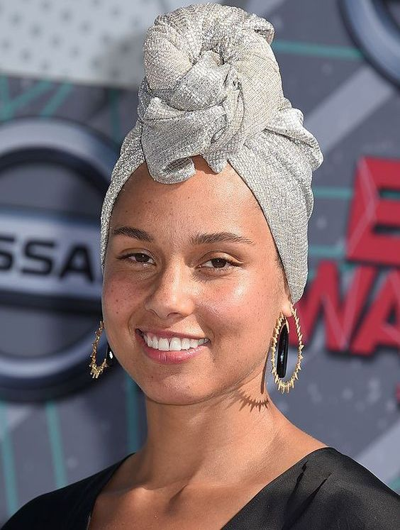 07 Alicia Keys wearing no makeup at all looks gorgeous, get inspired by her looks