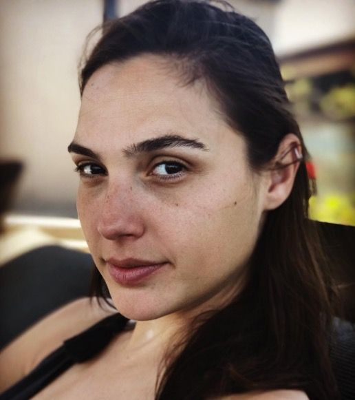 Gal Gadot wearing no makeup, a very trendy idea for now and lets the skin breathe