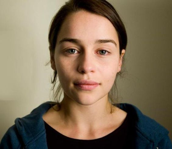 09 Emilia Clarke with no makeup on looks fantastic and inspires everyone to wear nothing but a fresh face