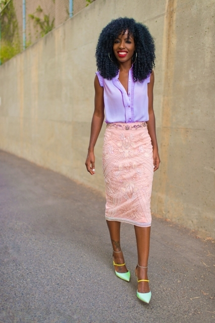 With lilac sleeveless shirt and mint green and yellow shoes