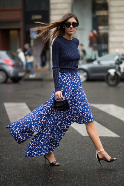 With navy blue fitted sweater, mini bag and black and white shoes