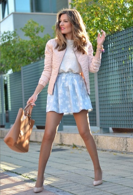 With t-shirt, printed skirt, beige tote bag and beige pumps
