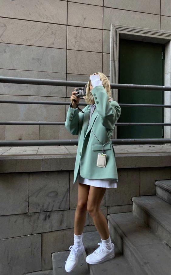 a sporty look with a white sweatshirt dress, a mint oversized blazer, white trainers and socks