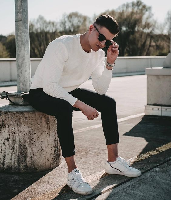 a white jumper, black jeans and white sneakers are a simple formula for a casual date