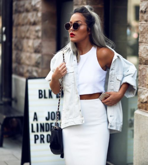 07 a total white look with a crop top, a pencil skirt, a white oversized denim jacket and a black bag