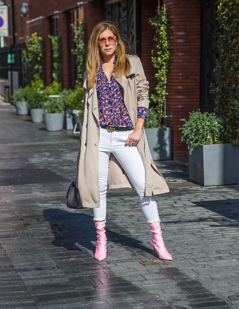 With floral shirt, beige trench coat, black bag and white pants