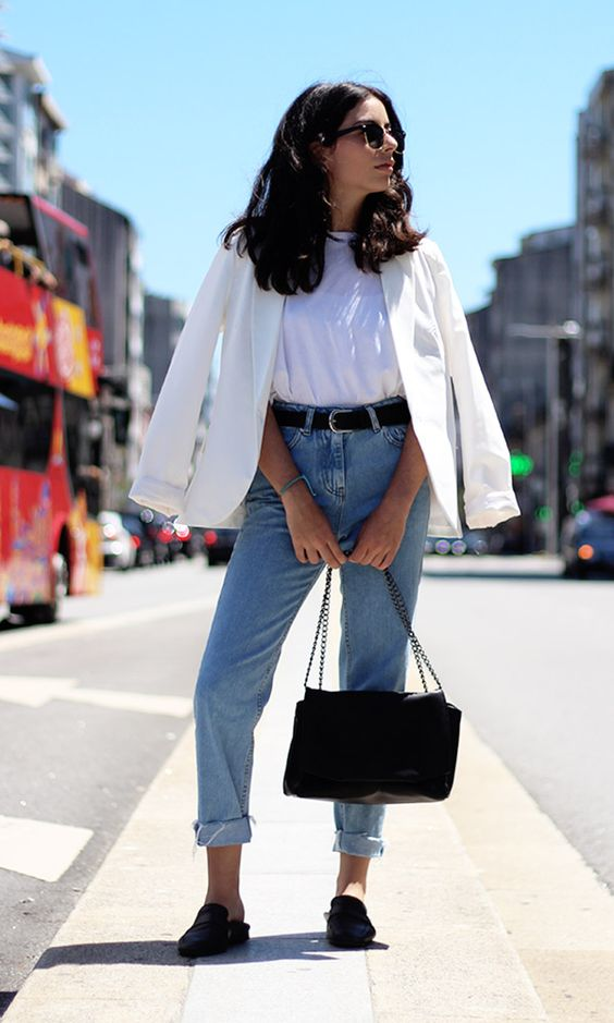 a casual work look with a white t shirt, a white blazer, blue mom jeans, black mules and a black bag