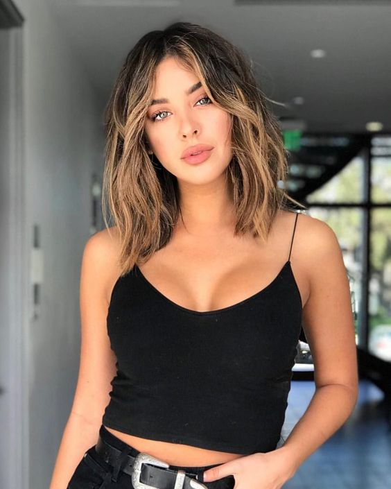 a dark wavy bob with caramel balayage and face framing highlights is a chic and sexy idea