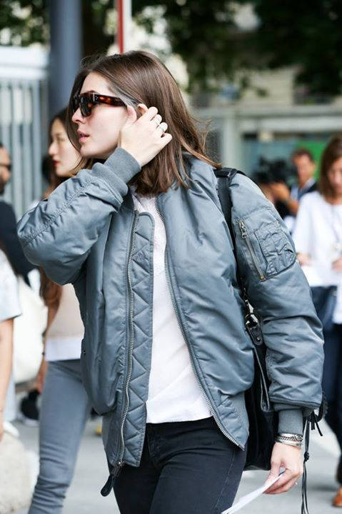 a simple and everyday outfit with a white t-shirt, black jeans, a grey bomber jacket and a black bag