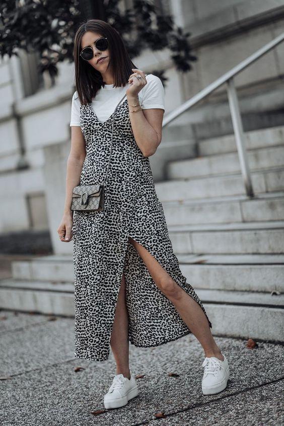 a white t-shirt, a leopard print midi dress, white platform sneakers and a grey mini bag
